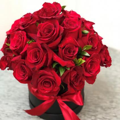 قیمت دسته گل رز قرمز طبیعی شیک